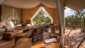 Little Naibor Camp Mara - Cheetah Revolution Safaris